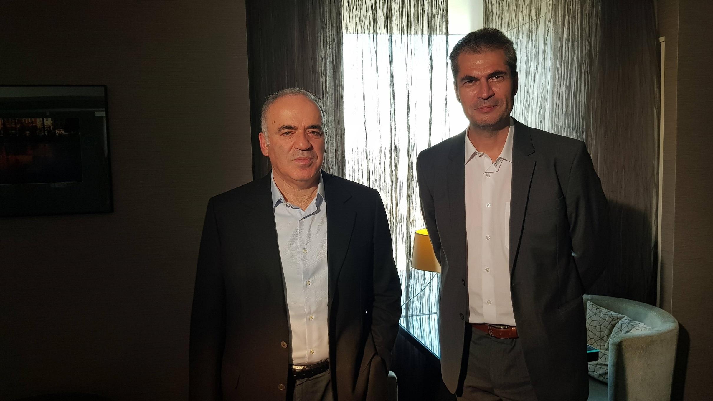 Gari Kasparov si Marian Voicu 1