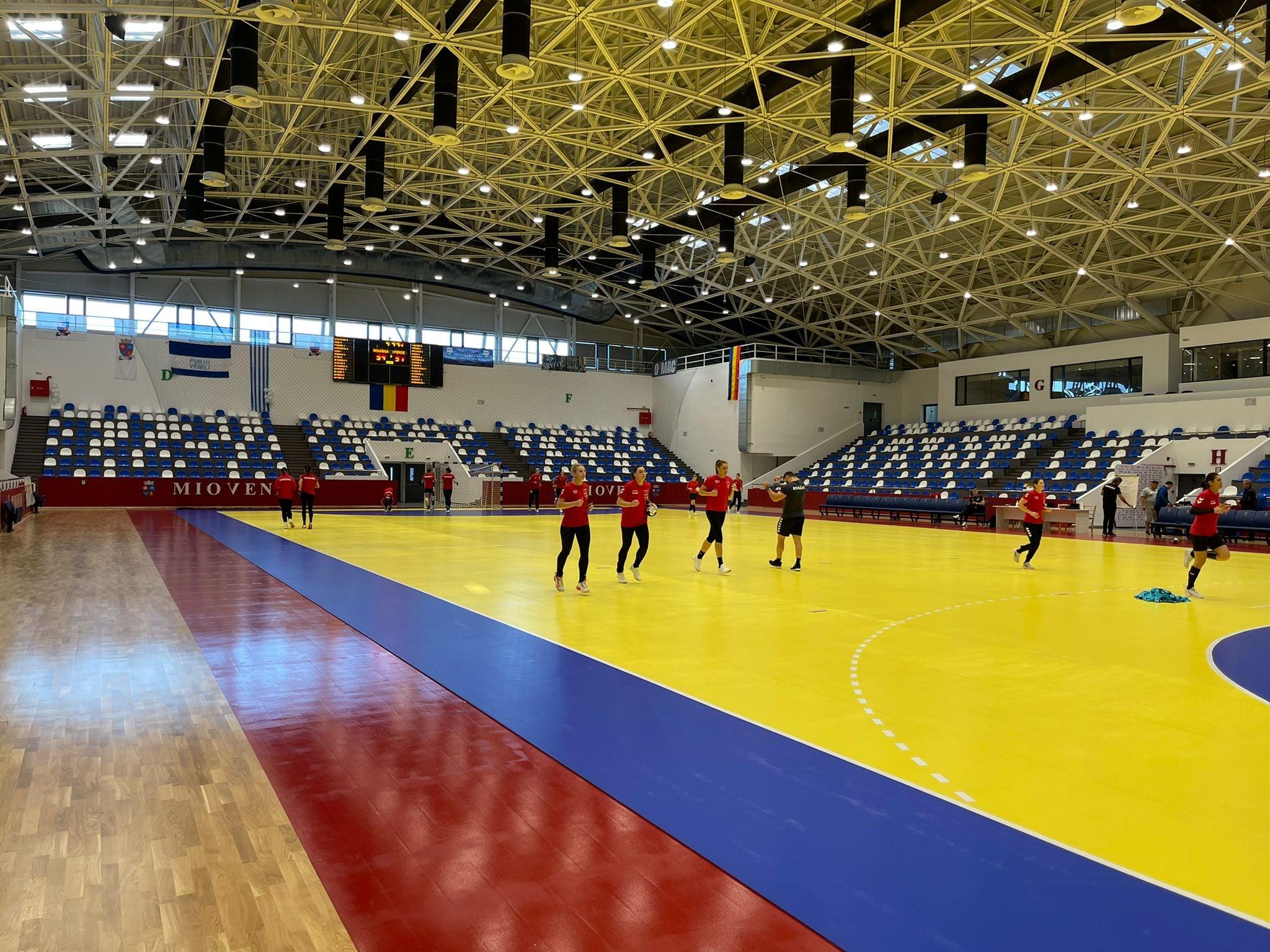 Antrenament Nationala de handbal feminin_in sala de la Mioveni